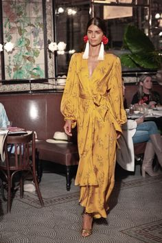 Johanna Ortiz Resort 2019 Modenschau , Johanna Ortiz Resort 2019 Fashion Show Johanna Ortiz Resort 2019 New York Kollektion - Vogue. Fashion Week, Look Fashion, Runway Fashion, Trendy Fashion, High Fashion, Fashion Outfits, Womens Fashion, Fashion Tips, Fashion Design
