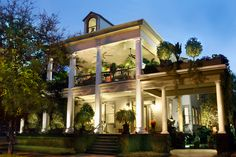 Classical Revival Plantation House - The Galloway House, located in Savannah, Georgia Savannah Georgia, Historic Savannah, Savannah Chat, Savannah House, Savannah Hotels, Aviano Italy, Italy House, Antebellum Homes, Southern Plantations