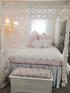 The 3 Pieces of Furniture Essential for a Shabby Chic Bedroom – We Shabby Chic Shabby Chic Pink, Shabby Chic Cottage, Vintage Shabby Chic, Shabby Chic Style, Shabby Chic Decor, Shabby Chic Bedrooms, Bedroom Vintage, Romantic Bedrooms, Pink Bedrooms