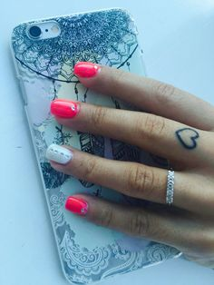 Nails pink fluo ~
