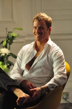True Blood's new guy Rob Kazinsky is ridiculously hot!