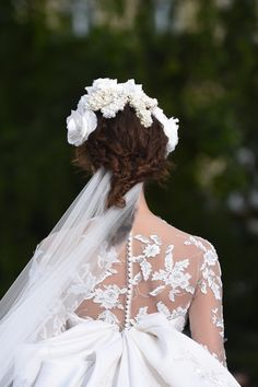 The making of Ralph & Russo's spectacular couture bridal gown- HarpersBAZAARUK Organza Flowers, Silk Organza, Wedding Gowns With Sleeves, Ralph And Russo, White Tulle, Couture Details, Chantilly Lace, Bridal Accessories, Bridal Dresses