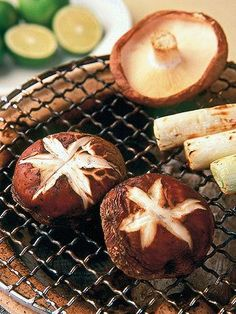 生シイタケの醤油焼き grilled fresh Shiitake mushrooms in soy sauce Soy Sauce, Japanese Food, Camembert Cheese, Grilling, Stuffed Mushrooms, Dairy, Fresh, Vegetables, Junk Food