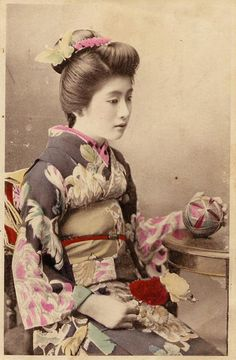 young girl with temari matching kimono