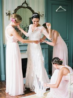 Bride getting ready for wedding | Image by Peaches & Mint Photography