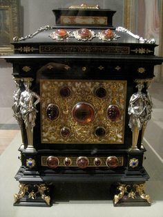 Jewelled box at the Met #antique #vintage #box