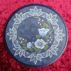 Новости Lace Painting, Painting On Wood, One Stroke Painting, Tole Decorative Paintings, Tole Painting Patterns, Pintura Country, Folk Art Flowers, Flower Art, Lace Art