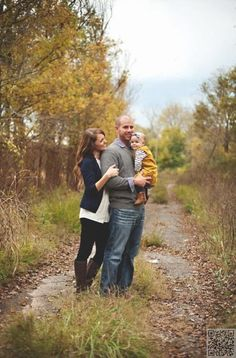 15. #Country Lane - 27 Fall Family Photo #Ideas You've Just Got to See ... →…