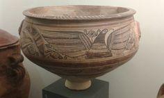 """Lebes con decoración vegetal, ave y diosa alada. """"Estilo ilicitano"""". Finales s.II - I a.C.  Museo de La Alcudia #Elche #arte #iberos"""