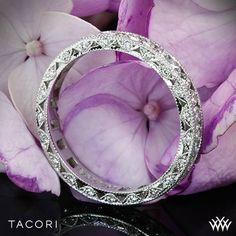 Big brilliant round diamonds set in milligrain detailed platinum panels make for a truly stunning Tacori wedding ring.