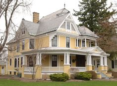 Exterior paint colors for house victorian design 54 trendy ideas Exterior Paint Colors For House, Paint Colors For Home, Painted Ladies, Style At Home, This Old House, Colonial, Victorian Style Homes, Yellow Cottage, Yellow Houses