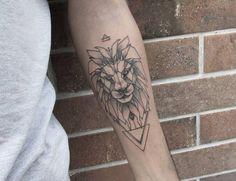 Tatuagem de leão feita por Raul Rodrigues Referência Geometric tattoo #tatuagem #liontattoo #leao #leaotatuagem