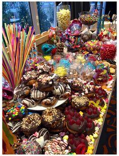 Dessert Platter, Dessert Table, Fete Halloween, Halloween Candy, Candy Table, Candy Buffet, Domestic Geek, Bar A Bonbon, Party Food Platters
