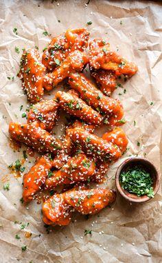 très chic — verticalfood:   Sriracha Honey Chicken Wings
