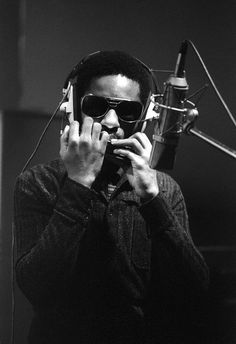 Cool black and white photo of the great Stevie Wonder