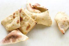 Das Brot heißt so, weil es sich beim Backen mächtig aufplustert. Heraus kommt ein luftiges, knuspriges Brot, was perfekt als Beilage zum Grillen oder Salate passt. Außerdem geht es schnell – nach 30 Minuten seit Ihr fertig.