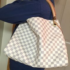 Louis Vuitton Artsy MM. Damier Azur, good condition. Box and dust bag included. 2012. Flawless condition. Date code SD3142 Louis Vuitton Bags