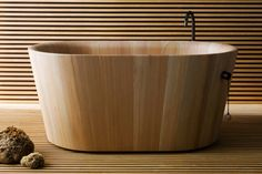 American white oak bathtub- wood and water