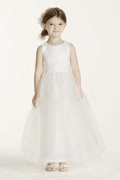 Satin sleeveless bodice with tulle skirt. Sample Saledresses are only available online (not available in stores).  Sample Saledresses contain imperfections such as tears in the lining or tulle, or imperfect seams in the skirt, etc.  Specific imperfections are not visible in the photograph shown which is representative of the style and design, not the individual dress that will be shipped.