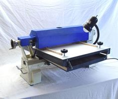 A stationary drum sander is a helpful tool for smoothing and producing wood of uniform thickness; it can flatten wood from thin strips to larger panels. Woodworking Jigsaw, Woodworking Equipment, Woodworking Videos, Woodworking Shop, Woodworking Plans, Woodworking Square, Cool Woodworking Projects, Woodworking Machinery, Woodworking Classes