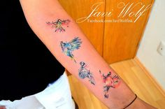 Tattoo artist Javi Wolf creates a colorful and symbolic bird tattoo with a watercolor style