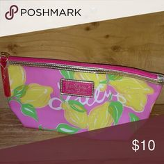 LILLY PULITZER ESTEE LAUDER MAKE UP BAG New Lilly Pulitzer Estee Lauder Make up bag  No trades. All reasonable offers accepted Lilly Pulitzer Bags Cosmetic Bags & Cases