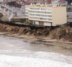 L'érosion littorale : comment ça marche et comment s'y préparer ? Google Earth, Climate Change, Coastal, Photographs, Beach, Water, Outdoor, Winter Storm, Gripe Water