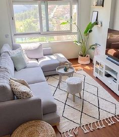 42 Very Cozy and Practical Decoration Ideas for Small Living Room - Home Design World Small Apartment Living, Small Apartment Decorating, Small Living Rooms, Home Living Room, Modern Living, Bedroom Small, Diy Decorating, Small Home Decorating Ideas, Living Room Interior