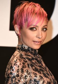 The makeup, the pink hair dye, and the pixie cut all work together perfectly for Nicole Richie! Popular Short Haircuts, Short Pixie Haircuts, New Haircuts, Pixie Hairstyles, Short Hair Cuts For Women, Short Hair Styles, Pelo Pixie, My Hairstyle, Hairstyle Ideas