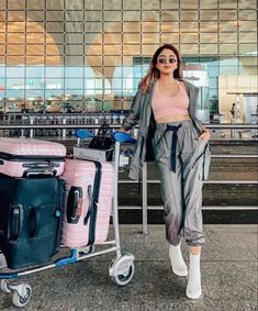 Airport Travel Outfits, Classy Summer Outfits, Airport Look, Travel Alone, Holiday Travel, Photo Poses, Coachella, Harem Pants, Stylish