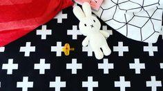 ✨Welke speen was perfect voor jouw kleine? ✨ Maximus was op slag verliefd op die van @natursutten , hoe was jouw ervaring?   In deze foto zie je zijn favoriete speen en knuffel. Voor een lekkere zachte spelomgeving gebruik ik ons zwart wit boxkleed omdat die lekker zacht is om op te stoeien.  Ben je ook opzoek naar een speelkleed kijk dan op onze site!  📍Bestel via info@chubbycarrot.com 💌of kijk op onze site voor meer populaire baby producten! #chubbycarrot en www.chubbycarrot.com📍
