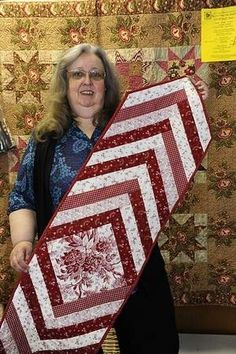 Make this easy quilt-as-you-go table runner Jocelynn Brown Really like this. I have made several quilts with this pattern. Table Runner And Placemats, Crochet Table Runner, Quilted Table Runners, Patchwork Table Runner, Easy Quilts, Small Quilts, Mini Quilts, Table Runner Tutorial, Table Runner Pattern