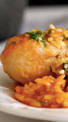 Arroz com galinha é uma refeição ótima para fazer com os amigos ou família!