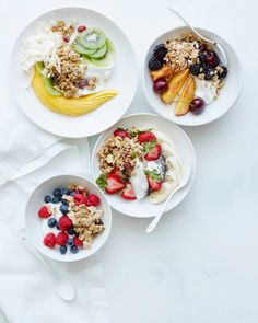 Grab 5 different recipes for Breakfast Bowls that start with yogurt and granola and finish with a variety of different fruit toppings! Yogurt Breakfast, Sweet Breakfast, Breakfast For Dinner, Breakfast Bowls, Breakfast Ideas, Breakfast Sandwiches, Breakfast Pizza, Mexican Breakfast Recipes, Healthy Breakfast Recipes