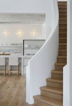 A unique, stunning approach to a classic white kitchen. Be inspired by Fresh Start a Sub-Zero, Wolf, and Cove Transitional Kitchen Design Contest Finalist. Closed Kitchen Design, Dyi, Ventilation Hood, Classic White Kitchen, Farmhouse Style Table, Frame Shelf, Mug Design, Style Cool, Best Decor