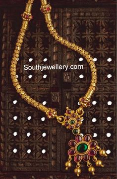 Traditional south indian temple jewellery hand-crafted in 22 ct pure Gold. Burmese Rubies and Colombian Emeralds gold pendant with thick gold chain Gold Earrings Designs, Gold Jewellery Design, Necklace Designs, Antic Jewellery, Gold Designs, Mehndi Designs, Gold Pendant, Pendant Jewelry, Ruby Pendant