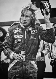 "British 1976 World Champion James Hunt, beer in hand, salutes the crowd after winning the 1977 United States Grand Prix at Watkins Glen. There might not be a better example of what has changed from the ""romantic"" era of the to what we experience today. James Hunt, Grand Prix, British F1, Gp Moto, Aryton Senna, Course Automobile, Gilles Villeneuve, Formula 1 Car, F1 Drivers"