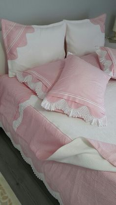 :)çok tatlı Diy Pillows, Sofa Pillows, Bed Covers, Pillow Covers, Bed Cover Design, Bedroom Crafts, Bed Curtains, Pink Bedding, Fabric Sofa