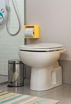 Porta papel higiênico na cor da decoração, combinando com prateleiras e com armários abaixo da pia. Um toque especial, realmente faz a diferença!