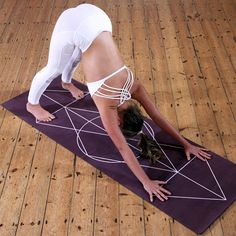 Yoga poses for plus size women show that yoga is for everyone. Overweight women are not excluded from enjoying the benefits of yoga. Learn these yoga poses Help Losing Weight, Yoga For Weight Loss, Lose Weight, Pranayama, Yoga Challenge, Bruce Lee, Bob Marley, Breathing Tips For Running, Eminem