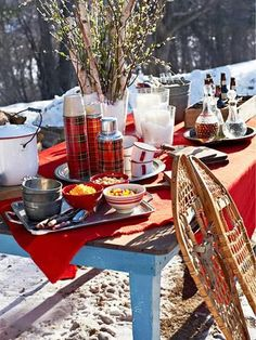 Host an Outdoor Winter Party - Find the fun in cold winter days by throwing a bonfire party for friends and family. Holi Party, Dessert Party, Party Desserts, Party Candy, Dessert Food, Halloween Food For Party, Easy Halloween, Halloween Treats, Halloween Vampire