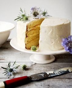 Country style layered wedding cake with pretty blue flowers via The Natural Wedding Company. This cake is perfect! Maybe do it as a carrot cake with white icing and blue flowers. White Velvet Cakes, Irish Soda Bread Recipe, Japanese Cake, Country Wedding Cakes, Rustic Cake, Cake With Cream Cheese, Love Cake, Pretty Cakes, Homemade Cakes