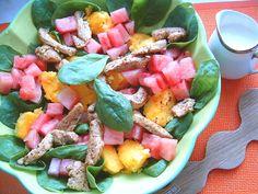 Sałatka ze szpinaku arbuza i polenty.