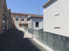 O Prada, Garage Doors, Mansions, Studio, House Styles, Outdoor Decor, Home Decor, Decoration Home, Manor Houses