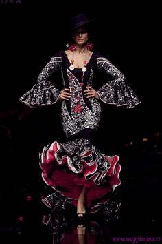 Flamenco Fashion by Carmen Rodríguez, 2011 Fashion Moda, Love Fashion, High Fashion, Fashion Beauty, Fashion Outfits, Flamenco Costume, Dance Costumes, Tango Dance, Jazz Dance
