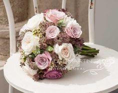 Ramo de novia de rosas austin, rosas en tono rosa empolvado, astrantias Astrantia, Brides, Floral Wreath, Wreaths, Table Decorations, Cake, Wedding, Style, Valentines Day Weddings
