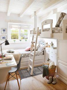 HABITACIÓN INFANTIL Camas a medida, silla de Julia Grup, fundas nórdicas de Fine Little Day, alfombra de Bloomingville y manta de Filocolore.