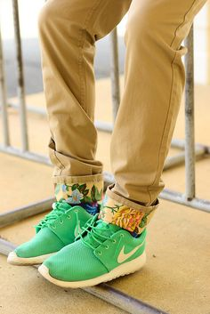 biege skinny jeans with flower cuff and ocean green nikes