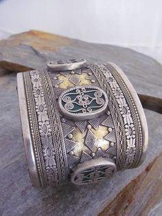 Brazalete de Kazajastan en plata y polvo de oro