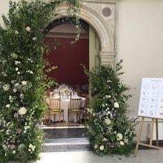 Hampton Court House, Wedding Decorations, Table Decorations, Courthouse Wedding, Wedding Breakfast, Wedding Couples, Wedding Planner, Wedding Flowers, Wedding Venues